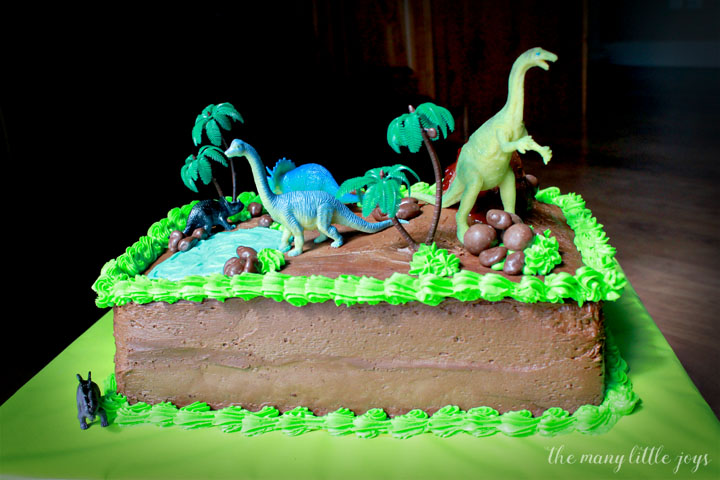 How To Make An Easy Dinosaur Birthday Cake